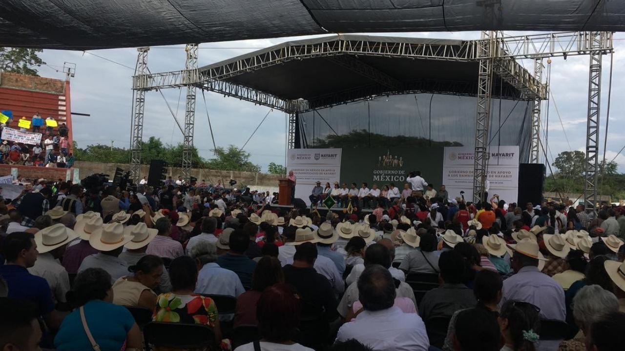 AMLO anuncia programa a favor de damnificados de Nayarit