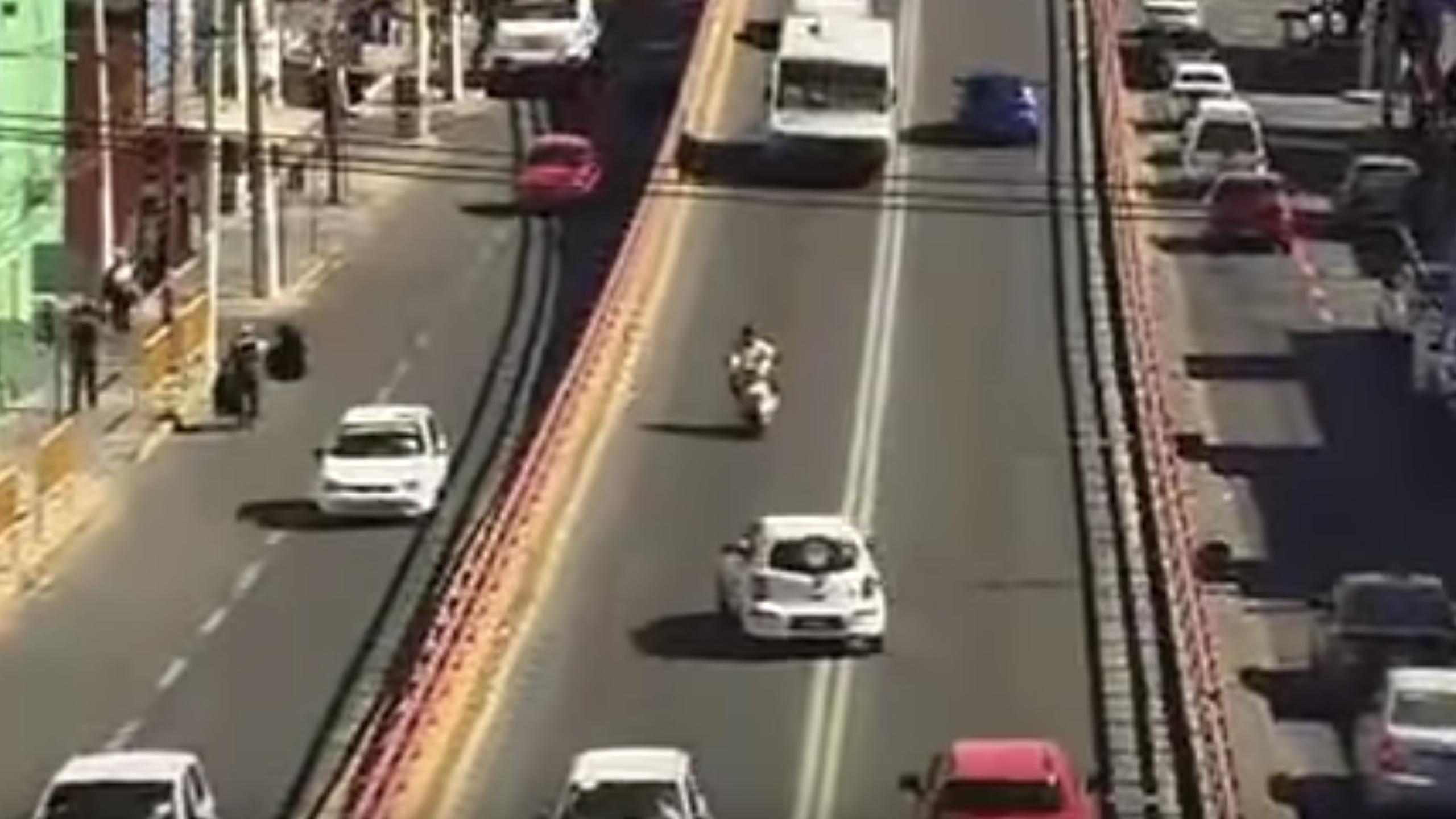 Motociclista muere tras choque con taxista en Ecatepec