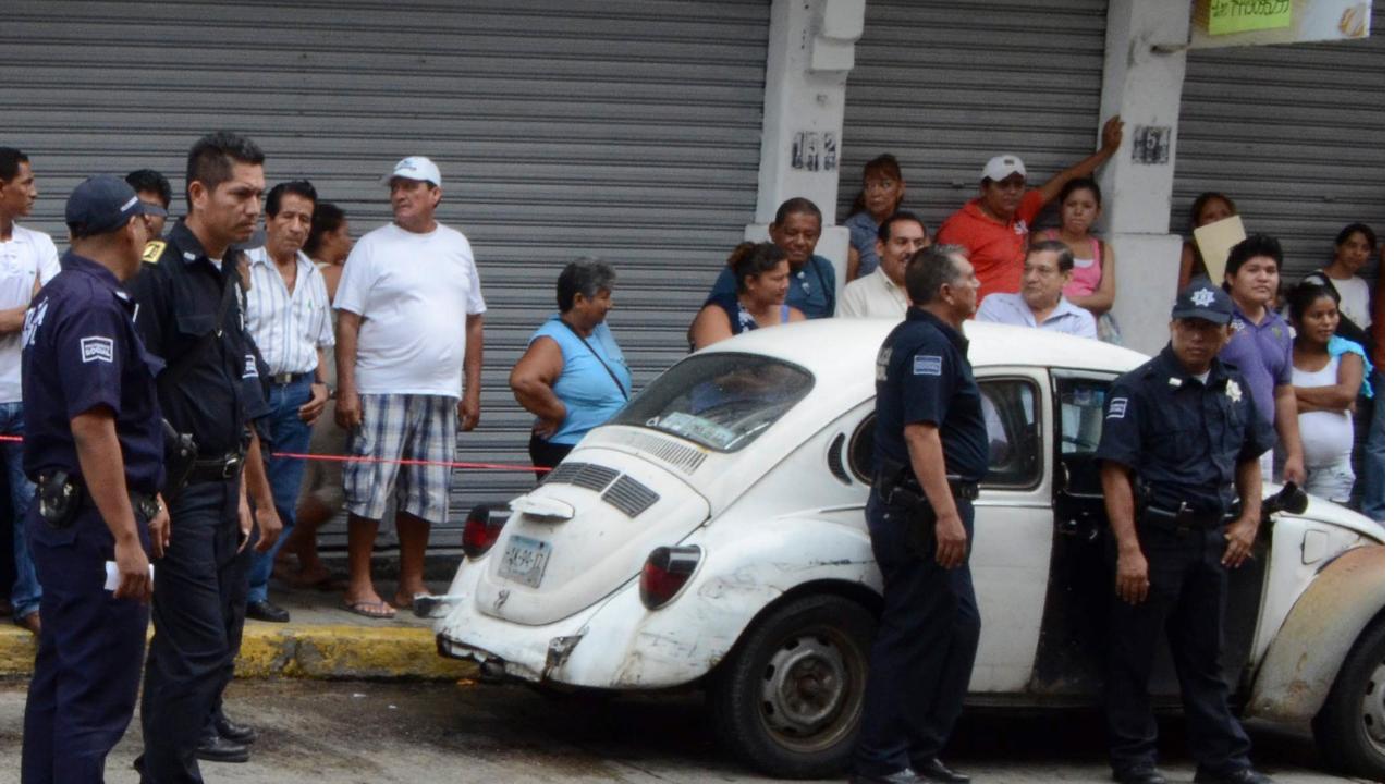 Ejecutan a chófer de un Volkswagen en la Miguel Hidalgo