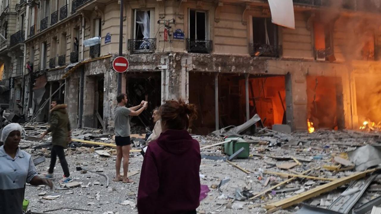 Explosión en edificio de París deja 2 muertos y casi 50 heridos