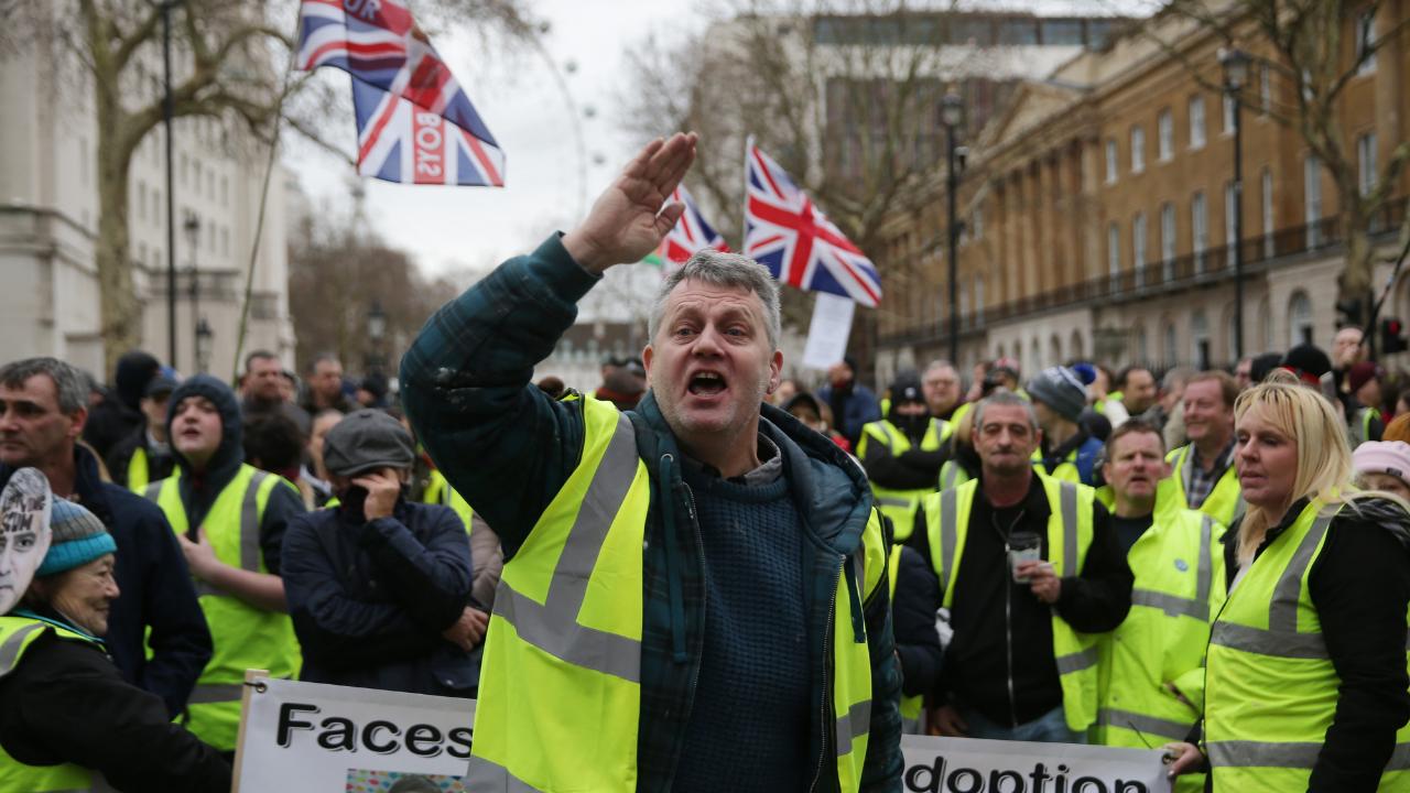 Al estilo de 'chalecos amarillos' protesta en Londres por austeridad
