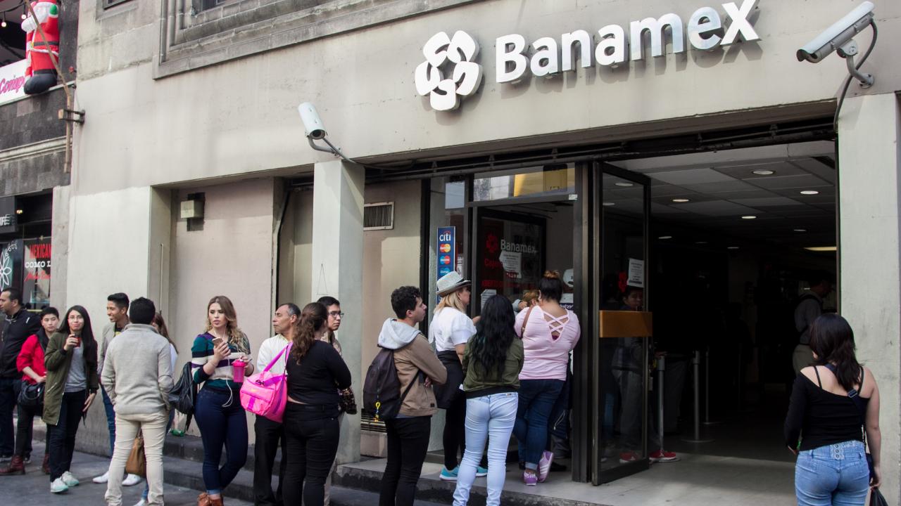 Suministro de dinero está garantizado pese desabasto: Bancos