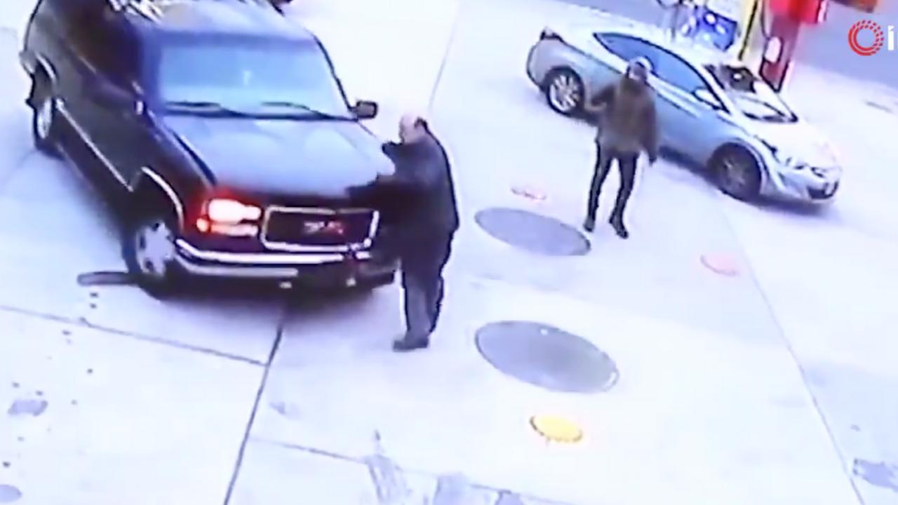 Conductor atropella a gerente de gasolinera para no pagar