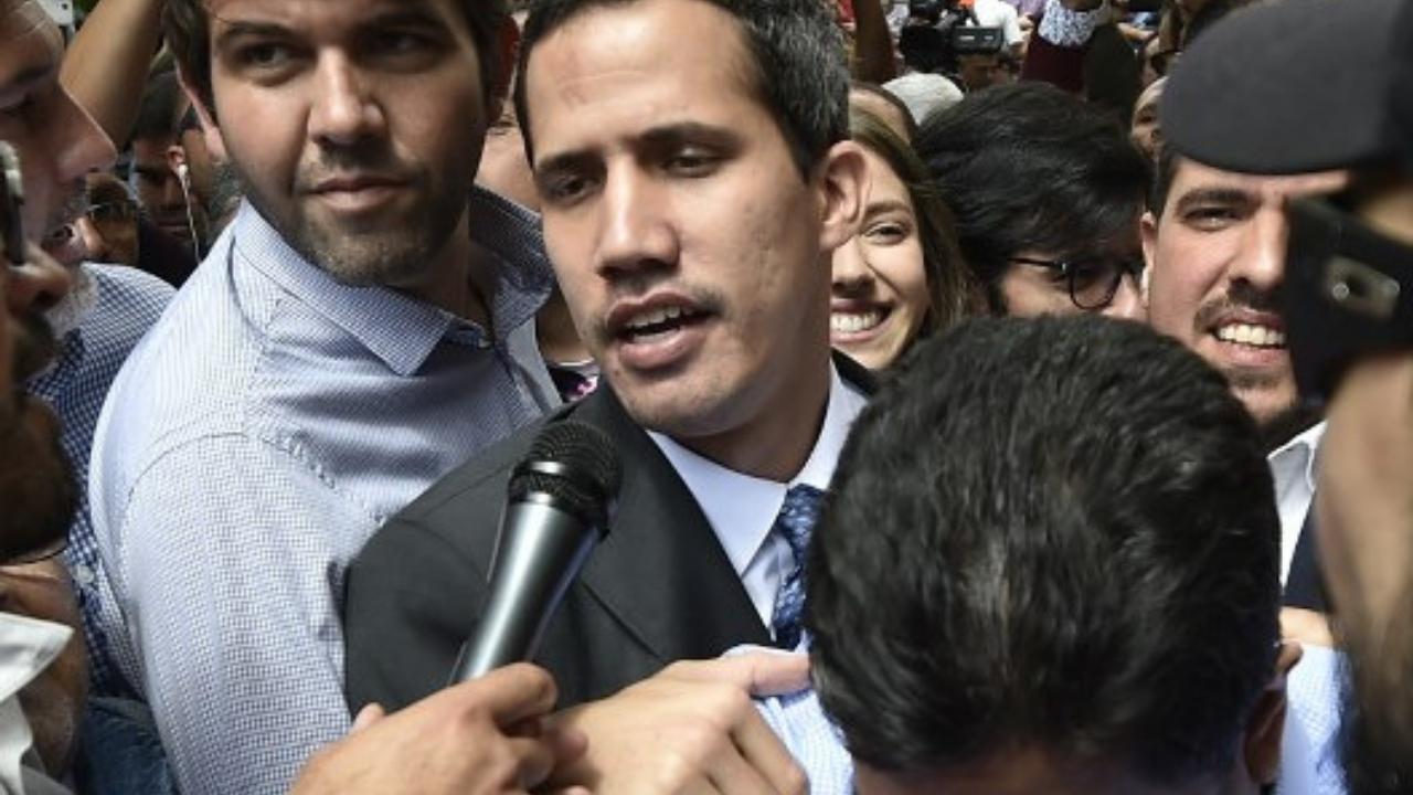 Guaidó pide que Maduro renuncie antes de dialogar
