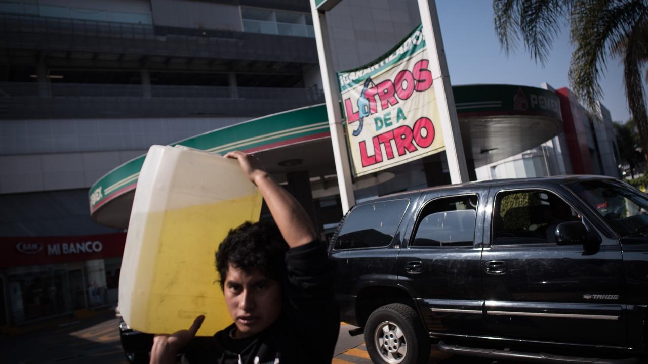 México reduce importaciones de gasolina