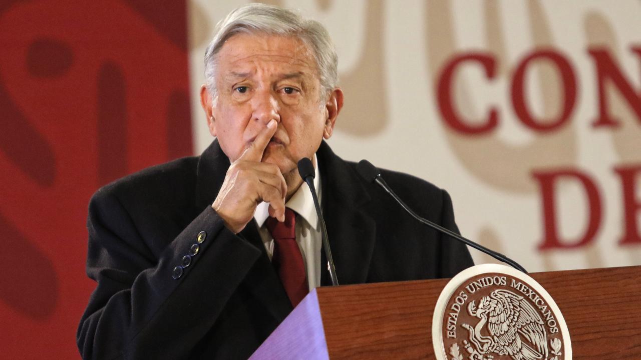 AMLO descarta debatir con Felipe Calderón