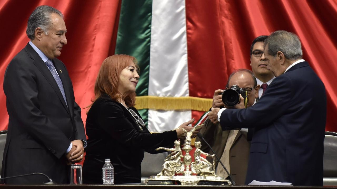Rosario Ybarra medalla Eduardo Neri