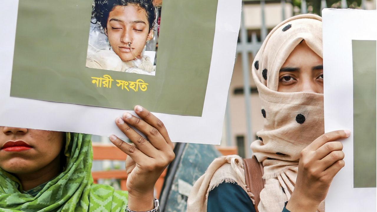 banglades estudiante quemada