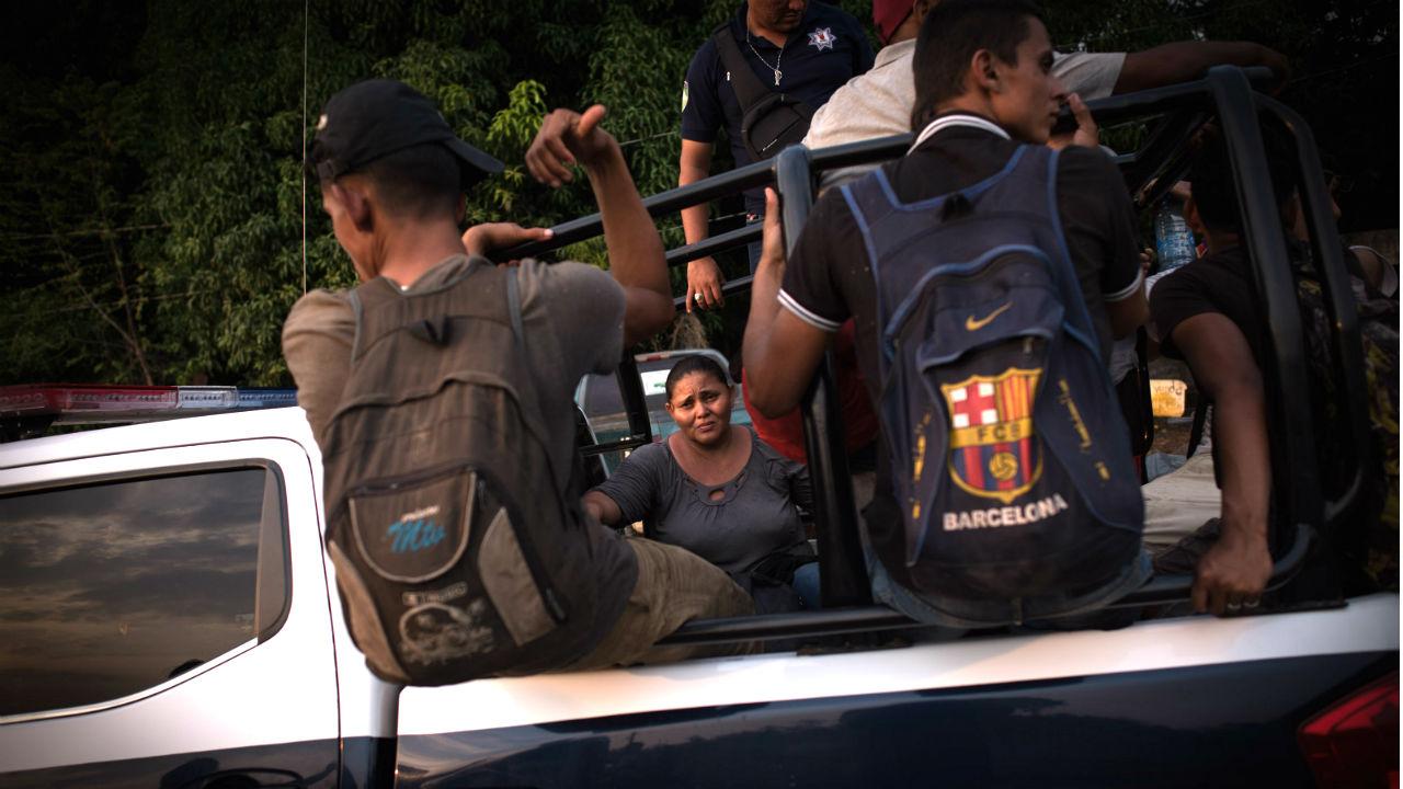 detienen trasportar migrantes