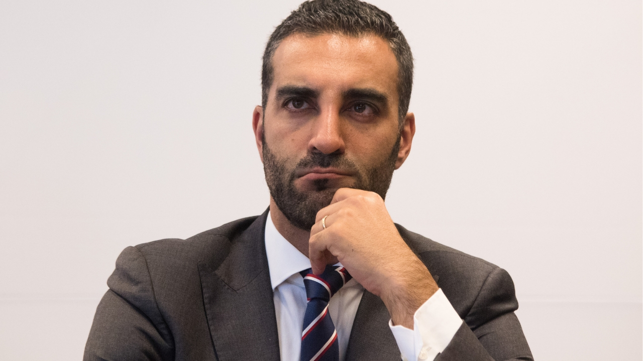 renuncia Simón Levy