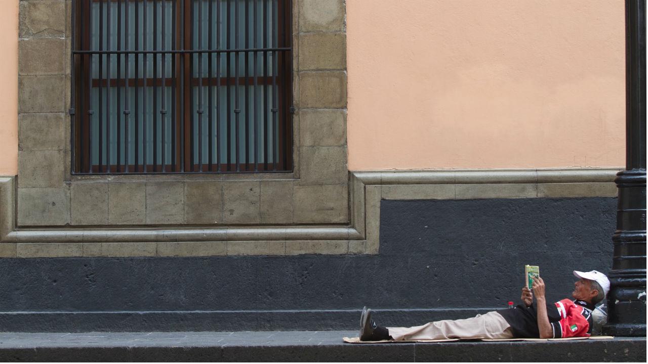 mexicanos dejando leer