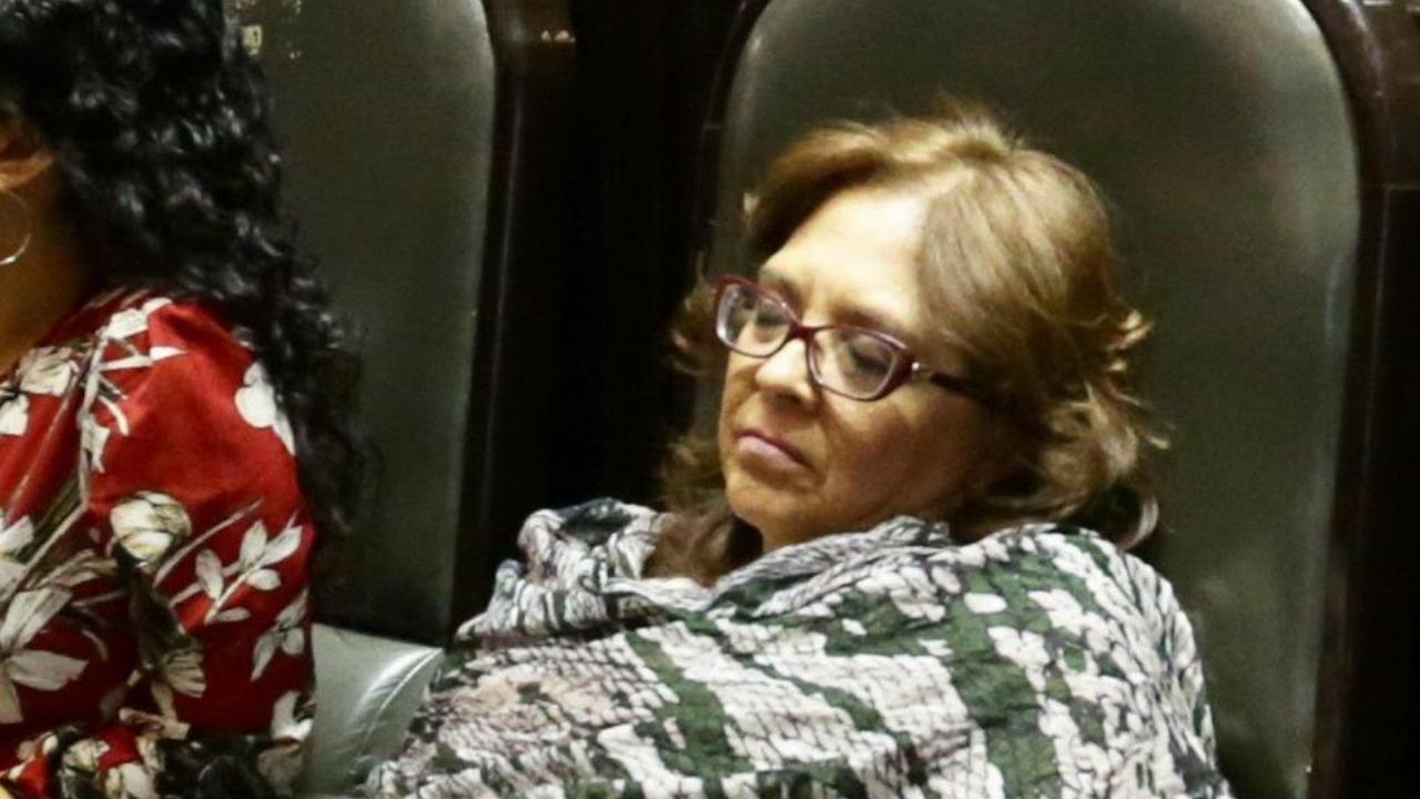 Diputada duerme