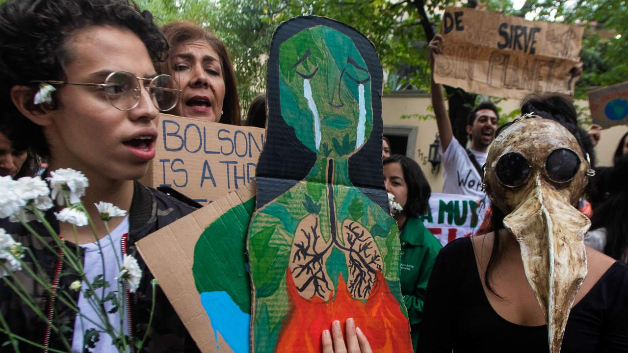 protestaron embajada brasil