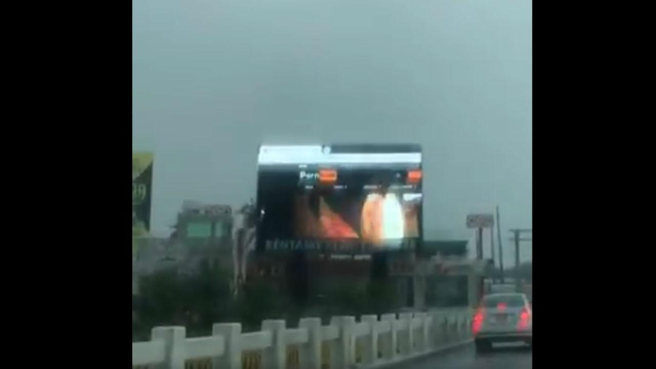 Accidentes Peli Porno porno es proyectado en espectacular en boca del río