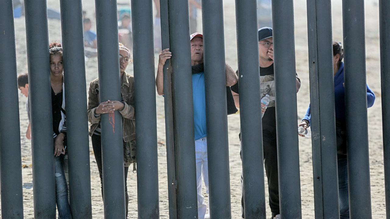 migrante suicidó puente fronterizo
