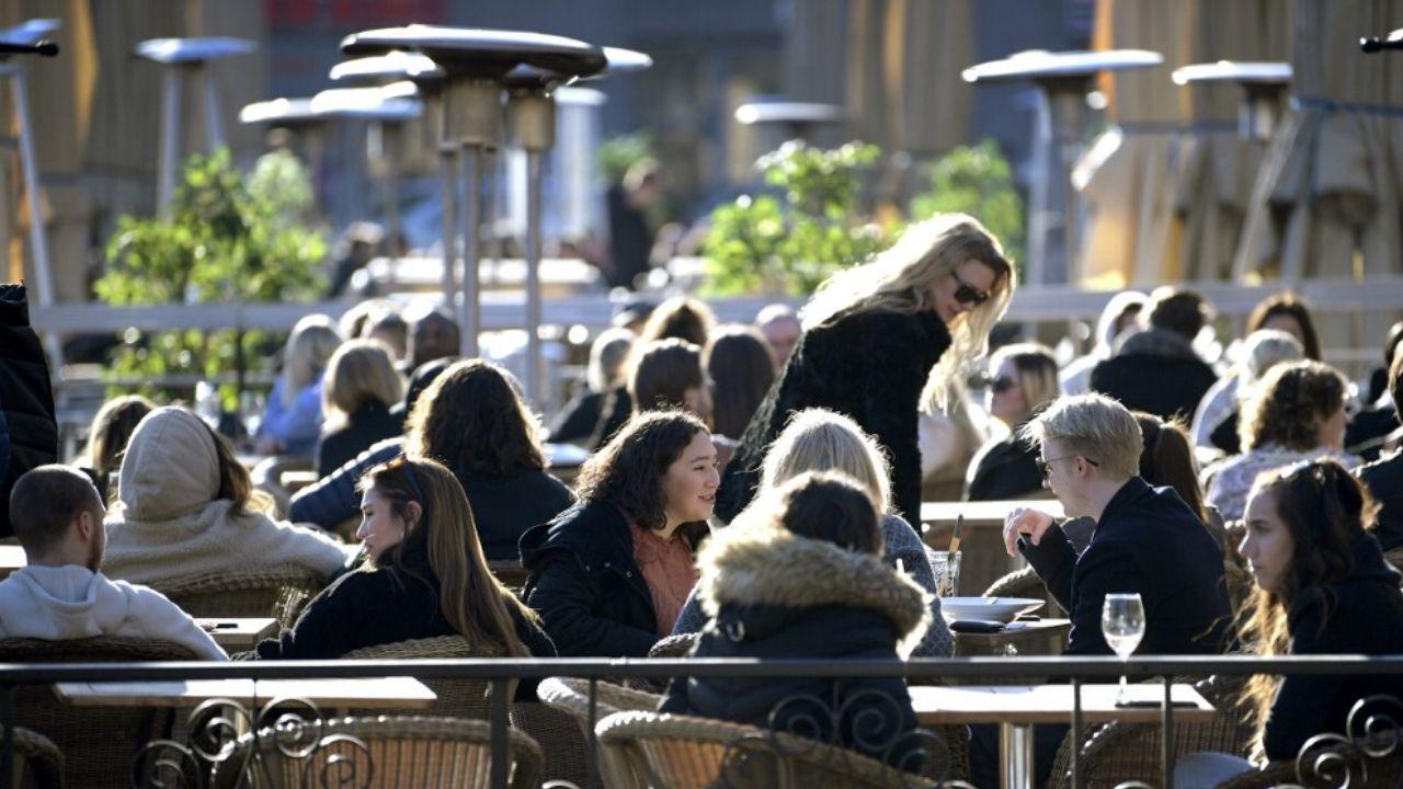 Suecia a contracorriente: bares y restaurantes abiertos en plena ...