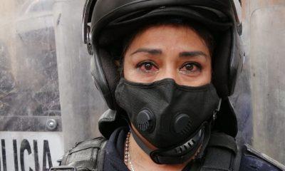 policía lloraba marcha feminista