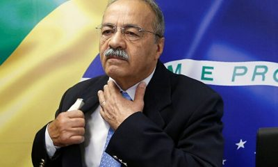 senador brasileño ropa interior
